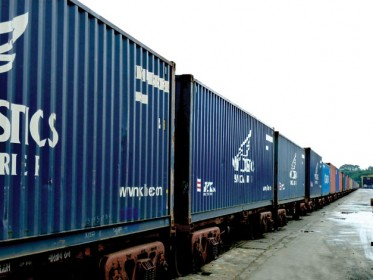 Rail link at a container freight station